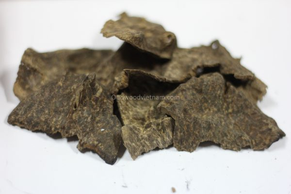 Agarwood Chips Oud Chips Incense Aroma | Natural Wild and Rare Agarwood Chips from Oudwood Vietnam | Pure Material Grade A++ (Doi De A)
