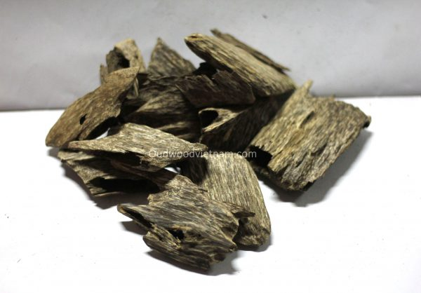 Agarwood Chips Oud Chips Incense Aroma | Natural Wild and Rare Agarwood Chips from Oudwood Vietnam | Pure Material Grade A++