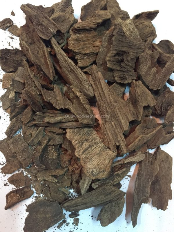 Agarwood Chips Oud Chips Incense Aroma | Natural Wild and Rare Agarwood Chips from Oudwood Vietnam | Pure Material Grade A++ (Ruc Quang Nam)