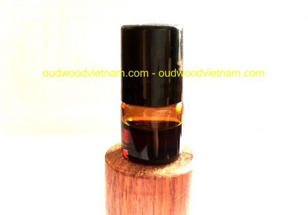 pure agarwood oud oil
