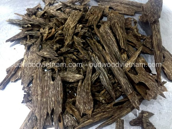 Agarwood Chips Oud Chips Incense Aroma | Natural Wild and Rare Agarwood Chips from Oudwood Vietnam | Pure Material Grade A++ (Kien Rung A)