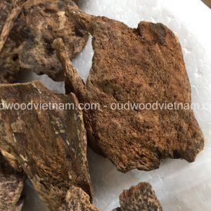 Sink agarwood chips oud chips