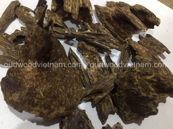 Agarwood Chips Oud Chips Incense Aroma | Natural Wild and Rare Agarwood Chips from Oudwood Vietnam | Pure Material Grade A++ (Kien Ruc Quang Nam)