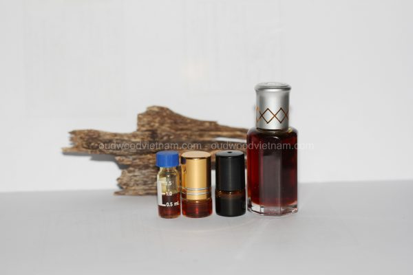 Oud Oil | Oudh Oil | Agarwood Oil | Premium Quality | 100% Natural Undiluted Fragrance Essential Oil | Long Lasting Aroma Oil | Grade A| 1ML