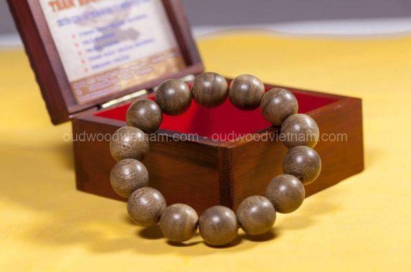 Natural agarwood bracelet - oudwoodvietnam.com
